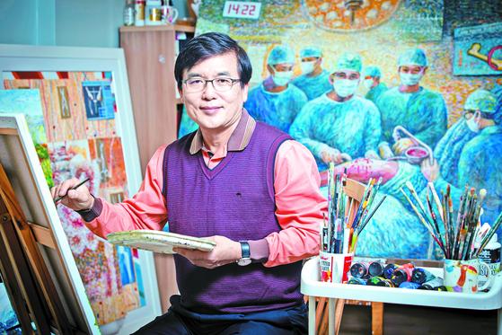 장준동 교수는 의학을 예술로 표현하는 '메디컬 아트'에 도전한다. 인공관절 수술 장면을 담은 '우리들의 일상'도 그중 하나다. 전민규 기자