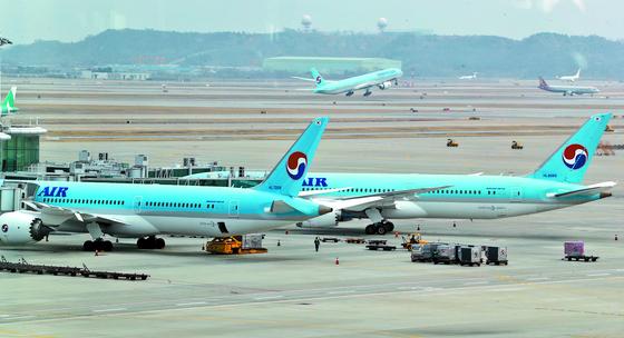 포화상태인 국내 항공시장을 놓고 항공사간 이합집산이 본격화될 전망이다. [연합뉴스]