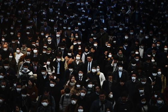 한국도 일본도 침묵의 출근길