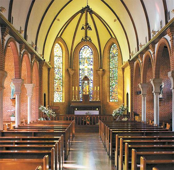 코로나19 확산 이후 주일 예배를 중단하고 온라인 예배로 대체하는 교회들이 늘고 있다. 사진은 외국의 한 교회 내부 모습. [사진 게티이미지뱅크]