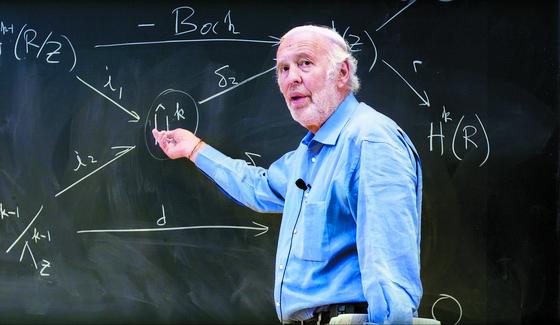 하버드대 수학과 교수 출신으로 수학 이론 등으로 시장의 패턴을 찾아내고 미래를 예측하는 '퀀트투자'로 성공한 사이먼스. [중앙포토]