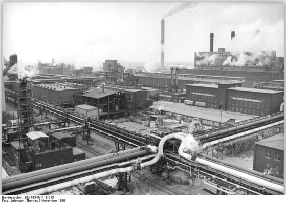 동독 시절인 1980년 부나화학콤비나트. 심각한 환경문제를 야기했던 이런 낡은 공업시설들은 민영화가 불가능했다. [사진 독일 연방 문서보관소]