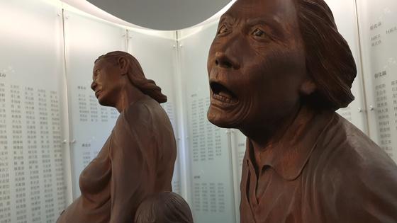대만 본성인 차별 철폐 등을 요구하는 2·28 시위의 희생자를 기리는 기념관의 조형물. 훗날 대만 정부가 공식발표한 희생자는 2만8000명이나 실제로는 더 많을 것으로 추정된다. [사진 윤태옥]