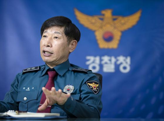 셉테드 정책 실행 프로젝트를 주도하는 강황수 경찰청 생활안전국장. 김현동 기자