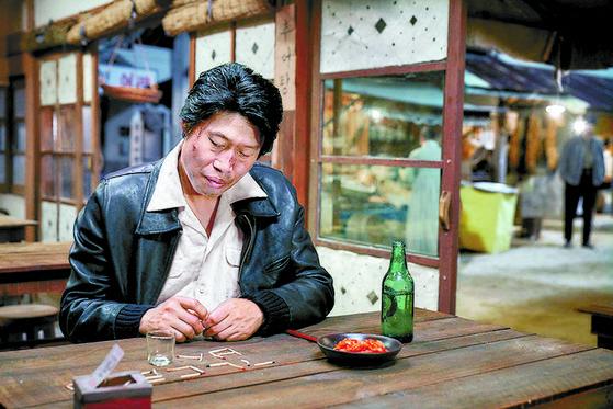 일본어를 강요받는 속에서 위험을 무릅쓰고 조선어 사전을 만들려고 했던 사람들의 이야기를 다룬 영화 '말모이'의 한 장면.