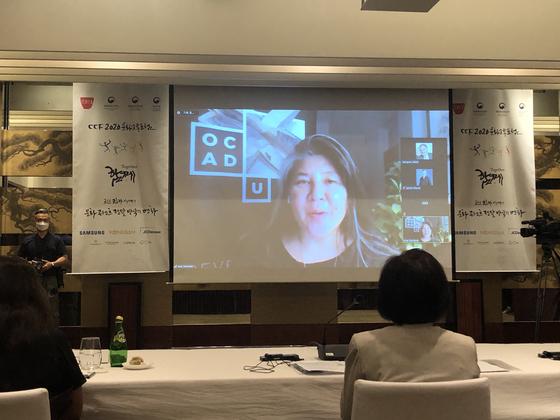 27일 그랜드하얏트 서울에서 열린 CICI 2020문화소통포럼. 캐나다의 아나 세라노 온타리오 예술디자인대 총장이 온라인으로 주제발표를 하고 있다. [사진 정형모 기자]