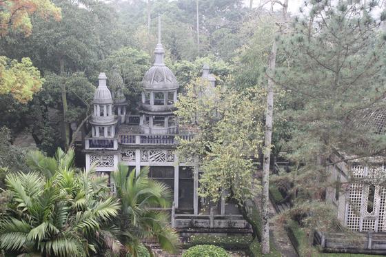 중국 광둥성 카이핑의 리위안(立園)에 세워진 고급 조루. 조루엔 화교들의 역사와 문화가 서려 있다. [사진 윤태옥]