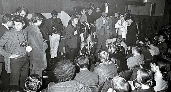 50년 전 68혁명은 유럽을 달궜다. 지금 세계는 포퓰리즘의 몸살을 앓는다. 1968년 네덜란드 암스테르담의 집회 장면. [사진 Jack de Nijs / Anefo]