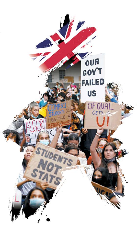 지난 8월 16일 런던에서 학생들이 정부에 항의시위하고 있다. 영국 정부가 A레벨 시험 결과를 알고리즘 시스템에 기반해서 산출하기로 한 기존의 입장을 유지하기로 했기 때문이다. 하지만 비난 여론이 커지자 이틀 후 영국 정부는 결정을 번복했다. [로이터=연합뉴스]