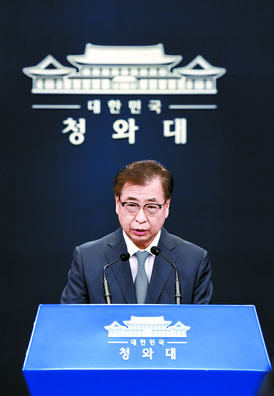 서훈 청와대 국가안보실장이 25일 남북한 현안과 관련해 설명하고 있다. [청와대사진기자단]