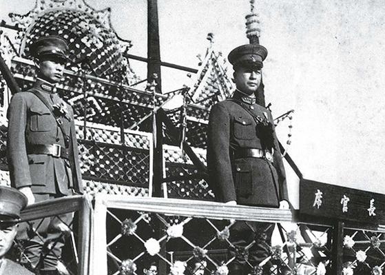 중국은 나라가 크다 보니 일본과 내통한 정권도 많았다. 1933년 3월, 자치정부 선포식에 참석한 인루겅. 일본 패망 후 총살로 삶을 마감했다. [사진 김명호]