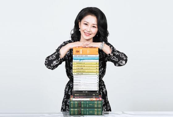 김정아 박사는 러시아문학 번역서 17권과 패션관련 저서 4권을 냈다. 김현동 기자
