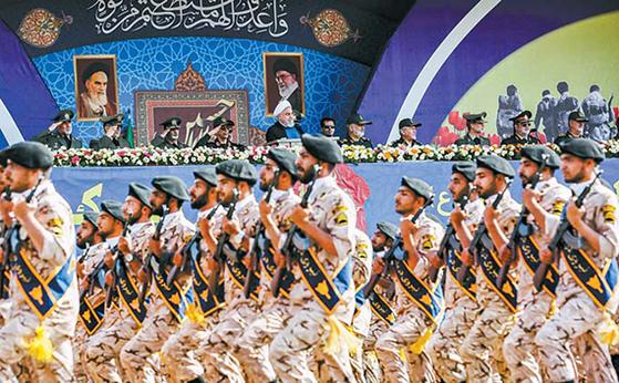 혁명수비대가 2019년 9월 테헤란에서 군사 퍼레이드를 하고 있다. [AFP=연합뉴스]