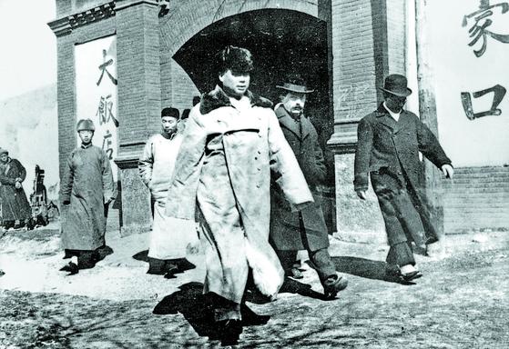 민중항일동맹군을 조직하기 위해 하산한 펑위샹. 1931년 11월, 장자커우. [사진 김명호]