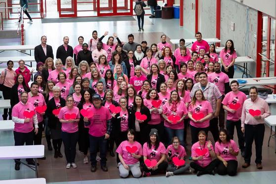 학교폭력 방지를 위한 2020년 핑크셔츠 캠페인 참여자들. [사진 CKNW 키즈 펀드 페이스북]