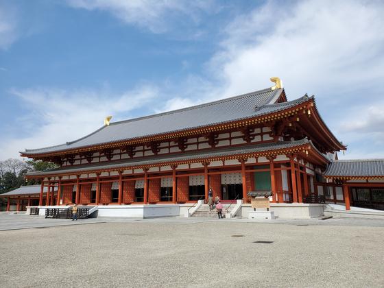 일본 나라(奈良)에 있는 야쿠시지(藥師寺). 7세기에 건립된 이 절은 화재와 지진으로 소실됐다가 최근 복원됐다. 목수 니시오카 쓰네카즈는 복원작업 때 1300년 전 사용됐던 한국과 중국의 기술을 최대한 살렸다. [사진 나리카와 아야]