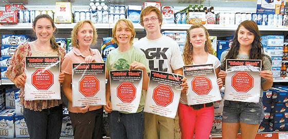 미국 뉴욕주 알레가니 카운티와 일리노이주 윌 카운티 주민들이 청소년들의 음주 예방을 위한 '스티커 쇼크' 캠페인에 참여하고 있다. [사진 PPAC 센터럴, 윌리 카운티 경찰청, 버논 록스, 스트래트퍼드 파트너십]