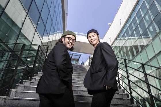 국립창극단의 간판스타 김준수(오른쪽)와 유태평양. 17~18일 2030 젊은 소리꾼을 위한 새 시리즈 '절창'의 포문을 연다. 김현동 기자