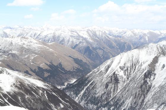 마오쩌둥과 중앙홍군이 대장정 기간 사투를 벌이며 지나갔던 쓰촨 다구빙산. [위키피디아, 사진 윤태옥]