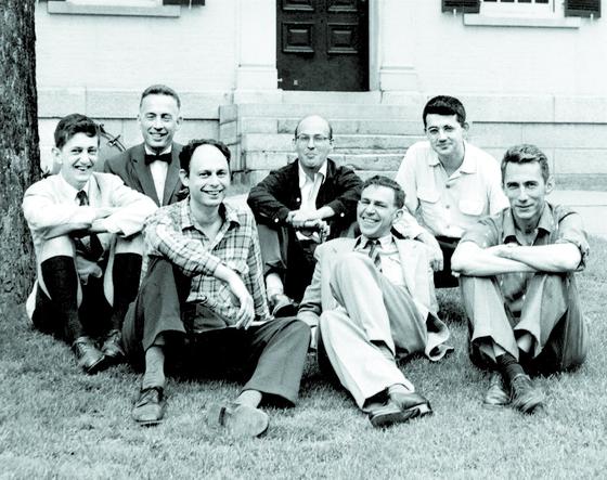 미국 인공지능 프로젝트의 시발점이 된 1956년 다트머스 워크숍 참가자들. 이들 중 마빈 민스키(가운데)와 존 매카시(오른쪽 둘째), 알렌 뉴웰과 허버트 사이먼 4명이 튜링상을 받았다. 벨연구소에서 MIT 교수로 자리를 옮긴 클로드 섀넌(오른쪽)은 정보이론의 아버지로 불린다. 나다니엘 로체스터(왼쪽 둘째)는 IBM 수석 아키텍트 출신. [사진 서울대 데이터사이언스대학원]