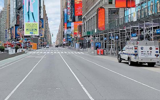 늘 차량의 소음과 인파로 붐볐던 뉴욕 거리가 코로나19 팬데믹으로 텅 비었다. [사진 박진배]