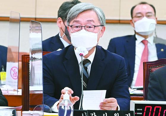 최재형 감사원장이 18일 국회 법제사법위 회의에 출석해 의원들 질의에 답하고 있다. [뉴스1]