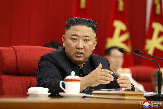 김정은 북한 국무위원장이 17일 노동당 전원회의를 주재하고 있다. [조선중앙통신=연합뉴스]
