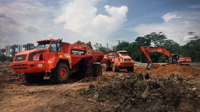 지난해에 이어 싱가포르 토목건설사 KTC에 올해 30대 공급계약을 체결하면서 총 73대 판매를 기록한 두산인프라코어 ADT 장비.사진=두산인프라코어