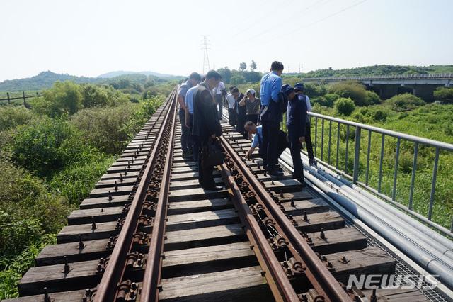 남북철도 도로 연결에 대한 이미지 검색결과