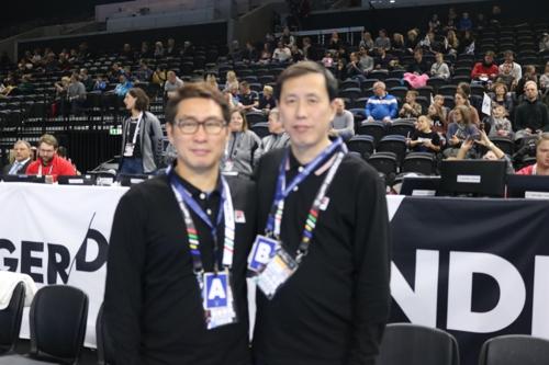 조영신 감독(왼쪽)과 신명철 북측 코치.
