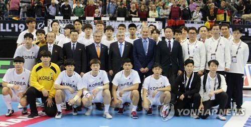 '졌어도 장하다' 단일팀…IOC위원장·남북대사·최태원 회장과 기념촬영