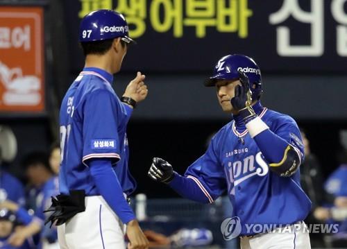 강명구 코치 하트 받는 김상수