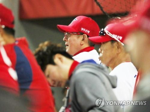 KIA 선수들 사이 마지막 김기태 감독