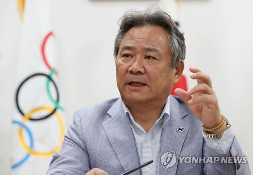 인터뷰하는 이기흥 대한체육회장