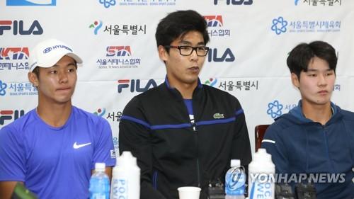 2017년 기자회견 갖는 한국 테니스 정현·이덕희