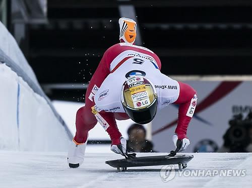 힘차게 출발하는 윤성빈…스켈레톤 세계선수권 첫날 6위로 시작