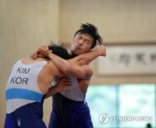 레슬링 국가대표 류한수(오른쪽)