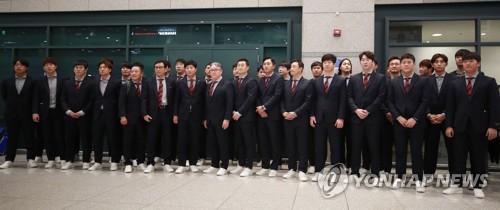 무거운 표정의 프리미어12 야구대표팀