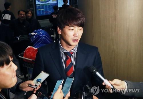 질문에 답하는 프리미어12 야구대표팀 김광현