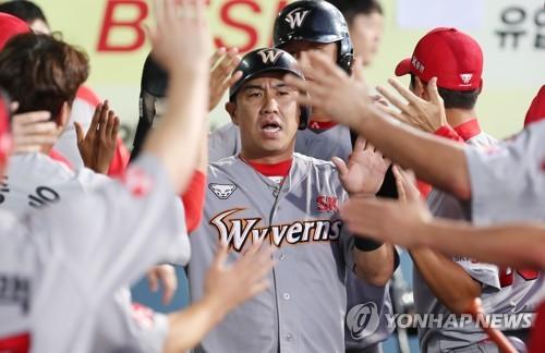 SK 와이번스 베테랑 외야수 김강민