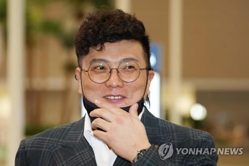 인터뷰하는 김태균