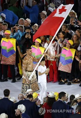 리우 올림픽 개회식에서의 피타 타우파토푸아.