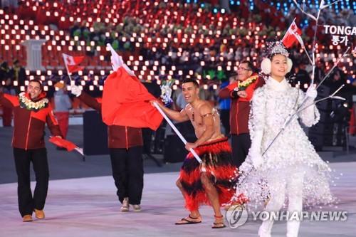 평창 동계올림픽 개회식에서 통가 선수단 기수로 나선 피타 타우파토푸아.