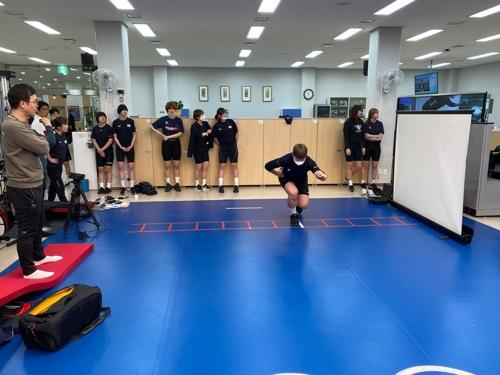 진천 선수촌에서 재활 트레이닝을 하는 여자핸드볼 대표팀.