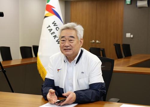 WT 집행위원회 화상회의를 하는 조정원 총재.