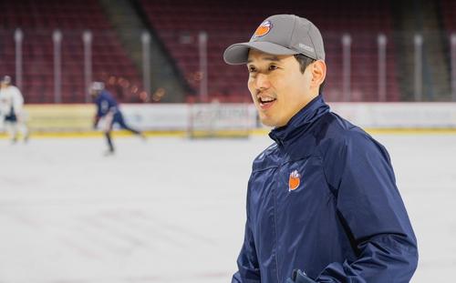 비디오 코치로 NHL에 입성한 샘 킴