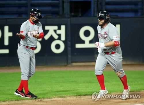 화이트, KBO 데뷔 첫 홈런