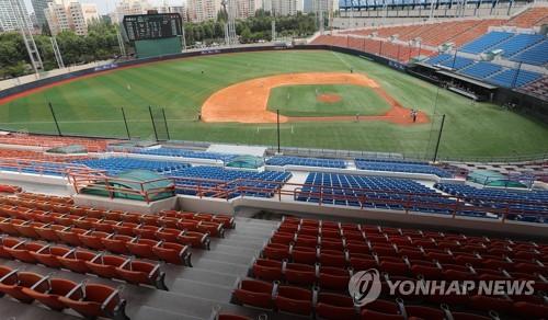 고교 야구 대회가 열리는 목동야구장
