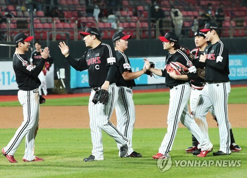 LG 선수들, 승리에 기쁨 만끽