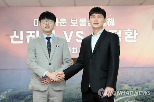 신진서(왼쪽)·박정환, 바둑 슈퍼매치